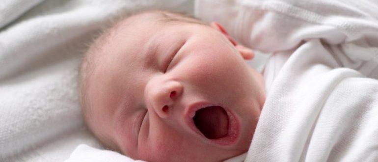 сон ребенка в 1 месяц