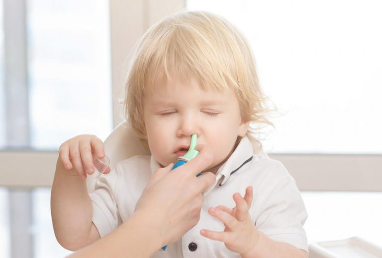 Промывание носа ребенку морской водой